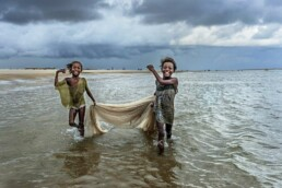 Cristina_Mittermeier_Fishing_Girls_Hilton_Asmus_Contemporary