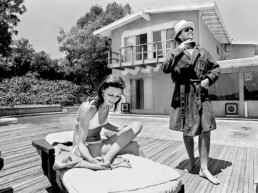 Julian_Wasser_Jack_Nicholson_and_Anjelica_Huston_by_the_Pool_Hilton_Asmus_Contemporary