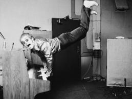Terry_O_Neill_Elton_John_Hand_Stand_on_Piano_Hilton_Asmus_Contemporary