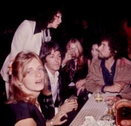 bob and sara dylan paul and linda mccartney cher and gregg allman 1976